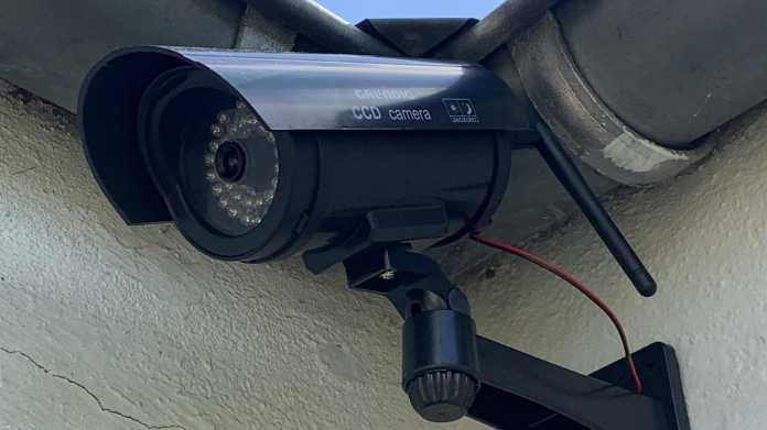 Kamera-Attrappe mit nachgerüsteter ESP32-Cam.