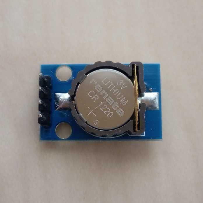 Blaues Modul mit runder Batterie.