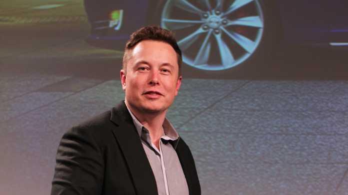 Elon Musk auf Bühne