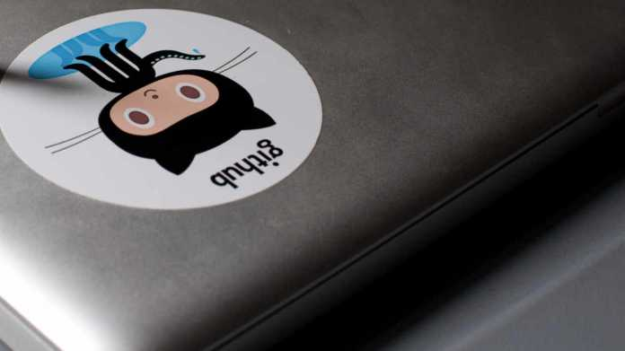 Github-Aufkleber auf Laptop