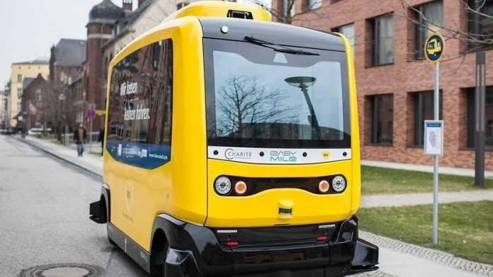 In Berlin mischt sich ein autonomer E-Bus unter den Straßenverkehr