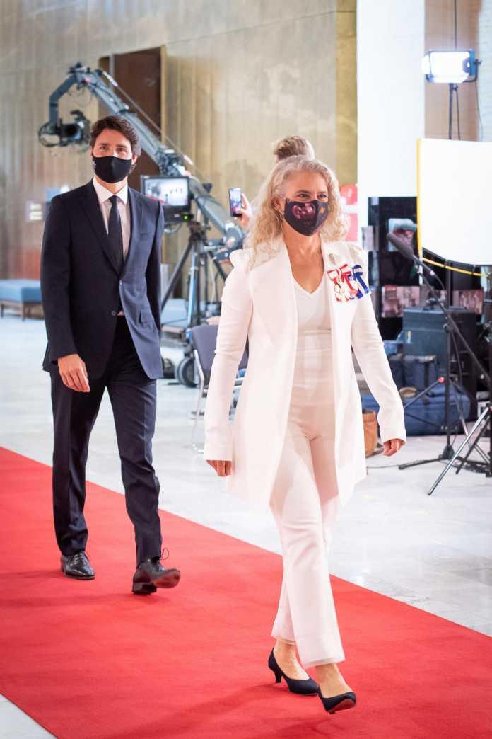 Justin Trudeau, Julie Payette, beide schreitend