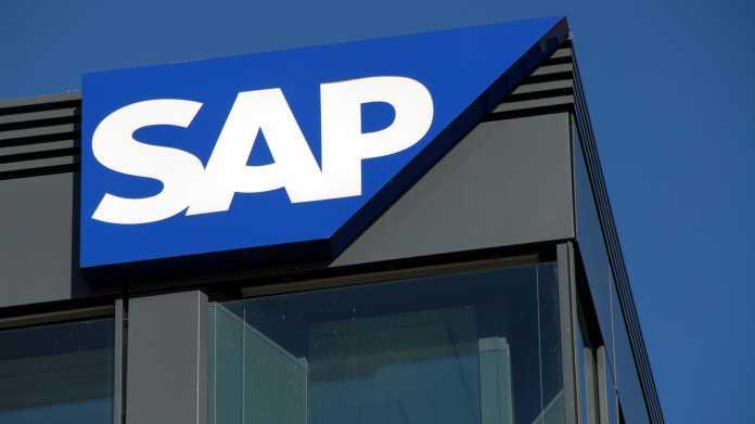 SAP-Logo am Dachrand eines Gebäudes