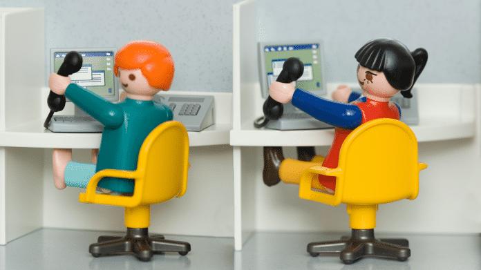 Callcenter symbolisiert durch 2 Playmobil-Figuren