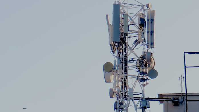Turm mit Mobilfunk-Antennen