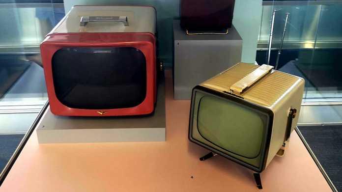 Zwei alte Fernseher