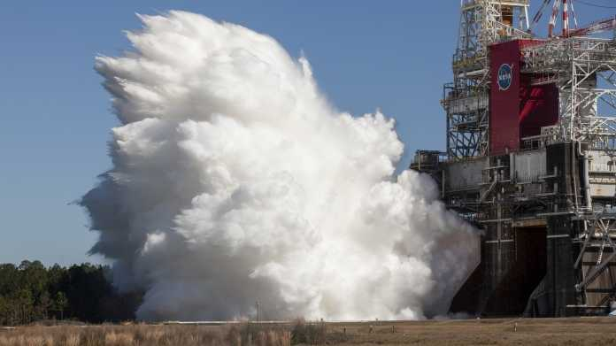 NASA Space Launch System Hot Fire Test