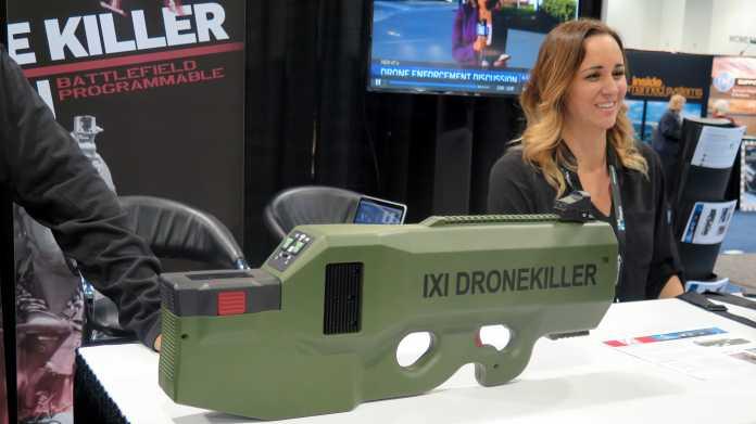 Grünes Handgerät mit Aufschrift Dronekiller