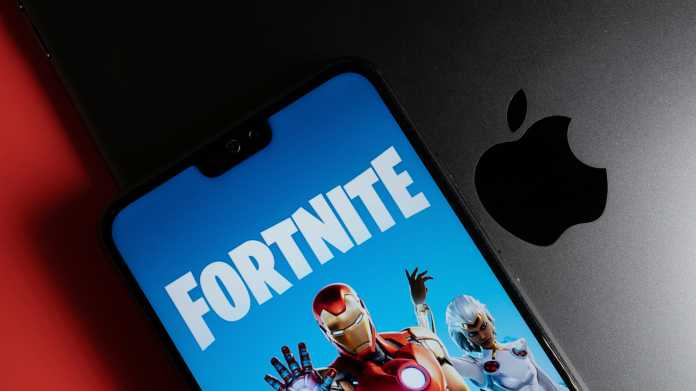 Fortnite-Schriftzug auf Handyschirm