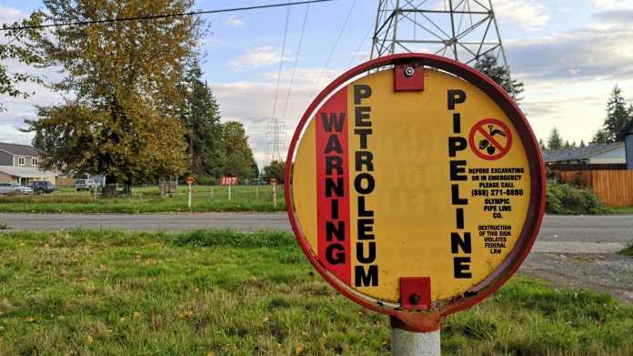 "Warnschild ""Warning Petroleum Pipeline"""
