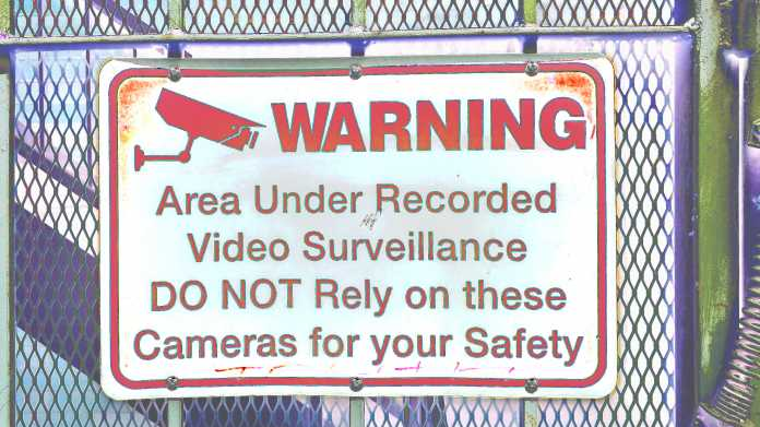 """Schild """"WARNING - Area under recorded video surveillance. DO NOT rely on these cameras for your safety."""""""