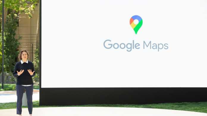 Liz Reid stellt auf der I/O die neuen Features von Google Maps vor.