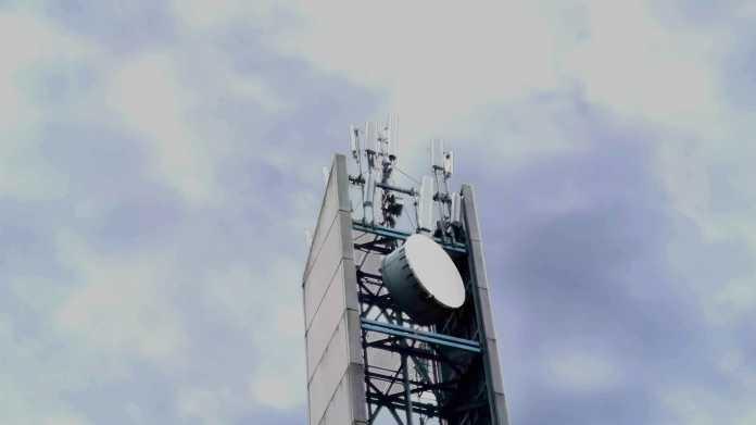 Betonturm mit Antennen