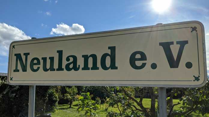 """Kleingarten-Schild """"Neuland e.V."""""""