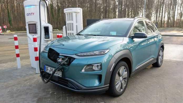 Ladesäule mit Hyundai Kona electric