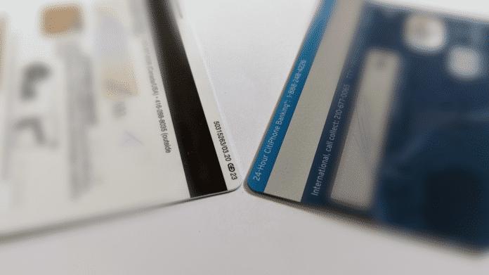 2 Plastikkarten mit Magnetstreifen