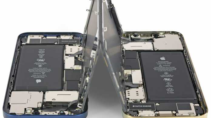 Blick in das Innere zweiter Smartphones