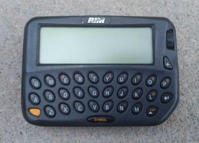 Schwarzer RIM-Pager mit QWERTY-Tastatur