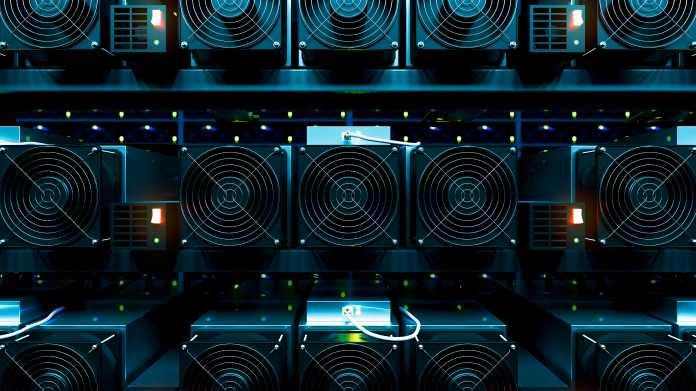 Mehrere Lüfter eines Cryptomining-Systems