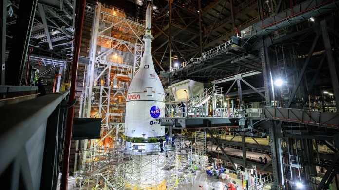 Orion-Kapsel auf SLS-Riesenrakete