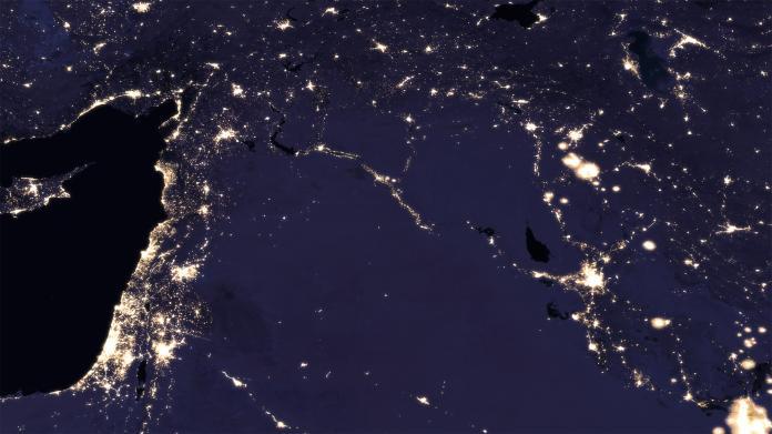 NASA veröffentlicht neue Satellitenaufnahme der Erde bei Nacht ...