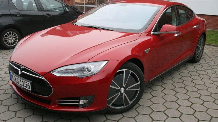 Dezemberfahrt im kalifornischen Tesla Model S