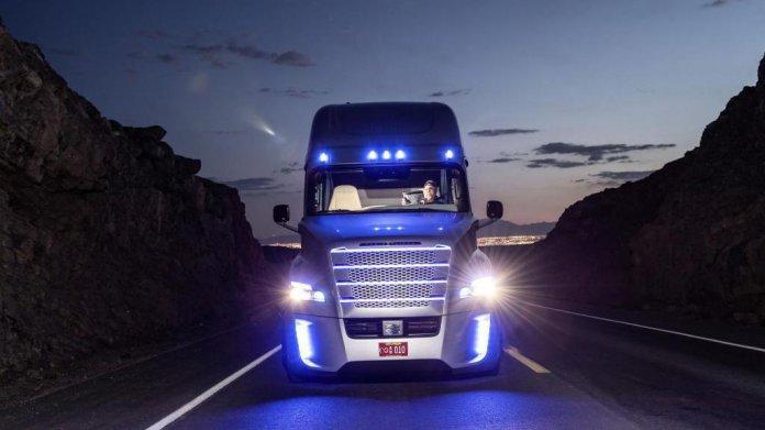 Daimlers autonomer Lkw darf auf Nevadas Straßen fahren