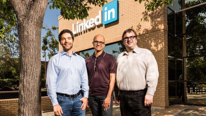 LinkedIn-CEO Jeff-Weiner, Microsoft-Boss Satya Nadella und LinkedIn-Verwaltungsrats-Vorsitzender Reid Hoffmann