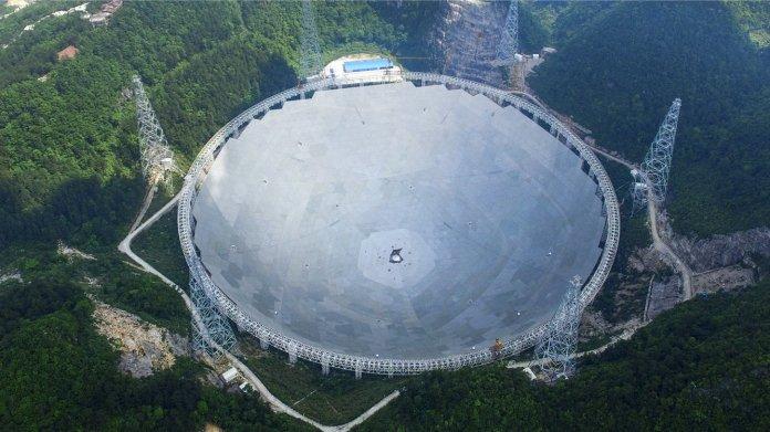 Weltgrößtes Radioteleskop in China kurz vor der Vollendung