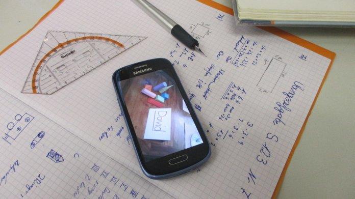 Bitte einschalten: Lehrerpreis für Schülerprojekt zu Smartphones im Unterricht