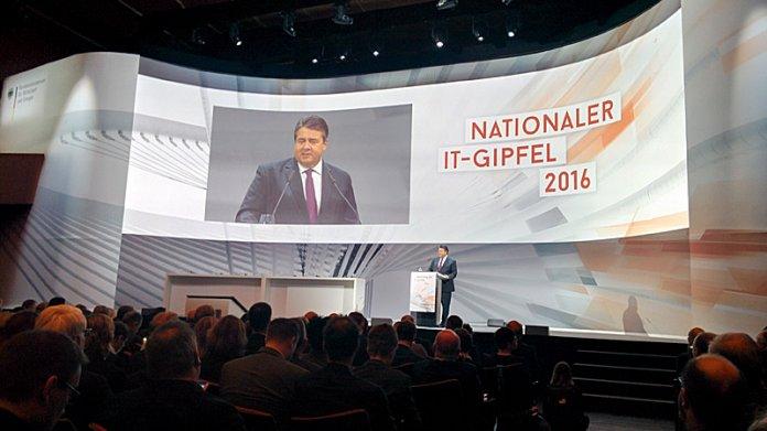 """IT-Gipfel 2016: """"Viele kleine Silicon Valleys"""" in den de:hubs"""