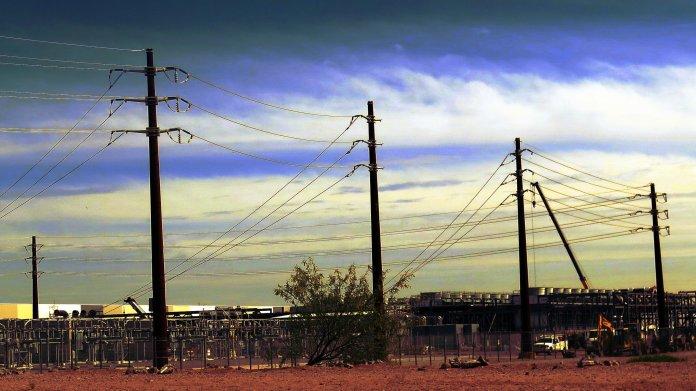 Strommasten vor Umspannwerk