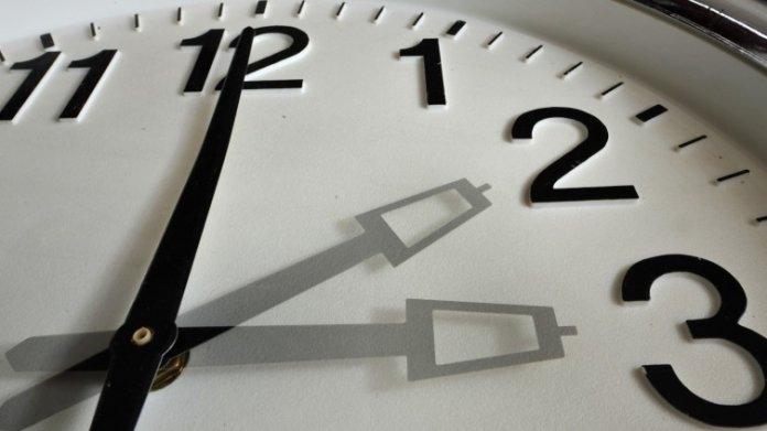 Sommerzeit-Umfrage der EU-Kommission: Millionen Anfragen lassen Server ächzen