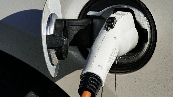 Daimler-Betriebsratschef warnt vor Abhängigkeit von asiatischen Batteriezulieferern