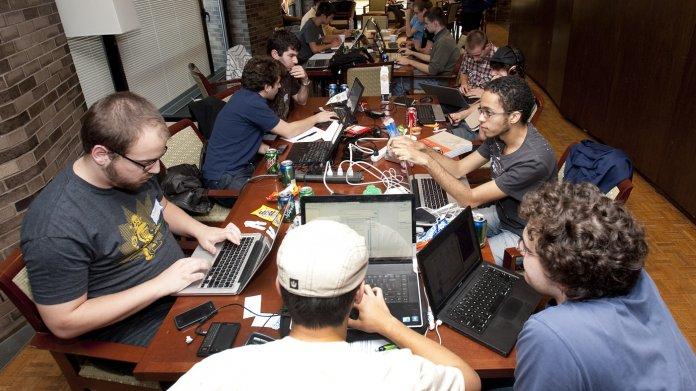 In Hackathons geben junge Programmierer und Designer Kostproben ihres Könnens.