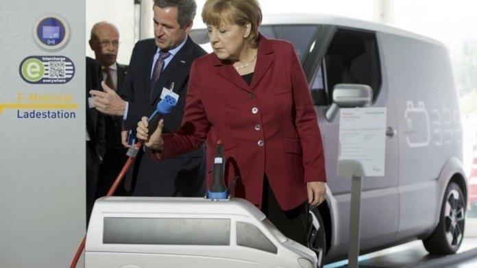 """Merkel: Bei Ausbau der E-Mobilität """"auf richtigem Pfad"""""""