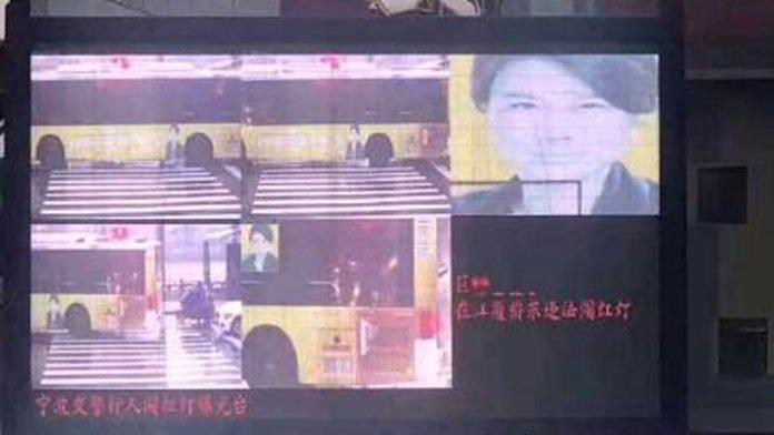 China: Gesichtserkennung prangert Buswerbung an