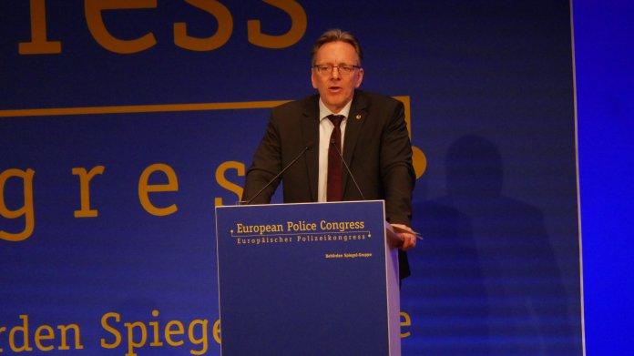 Europäischer Polizeikongress: Fingerabdrücke und erweiterte Befugnisse für Sicherheitsbehörden
