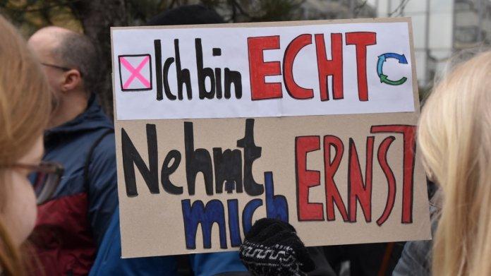 """Demo gegen Artikel 13: """"Wir sind nicht nur die Kinder von Google"""""""