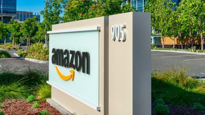 Amazon: Proteste wegen schlechter Arbeitsbedingungen und Löhne vor Bezos' Penthouse