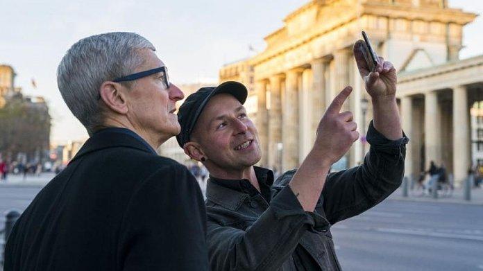 Tim Cook am Brandenburger Tor
