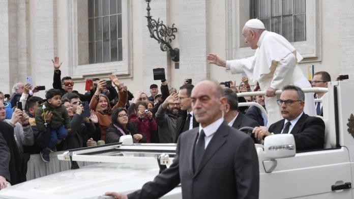 """Papst predigt Handy-Verzicht: """"Es gibt keinen Herz-Bypass für dieses Übel"""""""