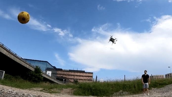 """Autonome Drohnen: Schnellere Reaktion auf Hindernisse durch """"Event Cameras"""""""