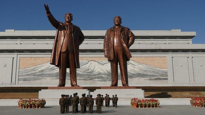 Überlebensgroße Statuen nordkoreanischer Diktatoren