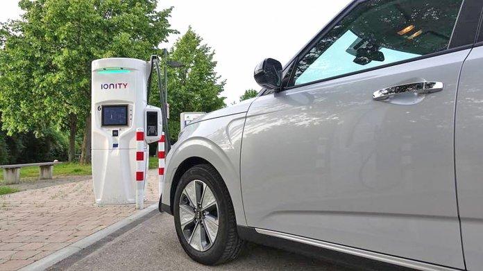 Kurvendiskussion: Die Gleichstrom-Ladegeschwindigkeit beim Elektroauto
