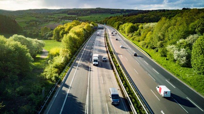 Bundesweit erstes Streckenradar erwischt knapp 900 Temposünder