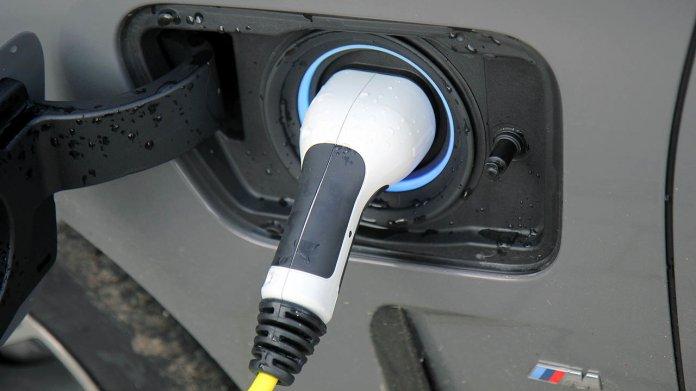 CO2-Vergleich: Wann lohnt sich ein Plug-in-Hybrid?
