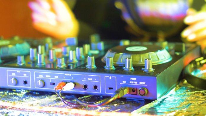 Missing Link: System- und freuderelevant, streaming-fremd – Krise der Clubkultur