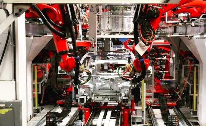 Elon Musk dementierte vor kurzem, dass die Lieferprobleme beim Model 3 unter anderem an manueller Produktion lägen