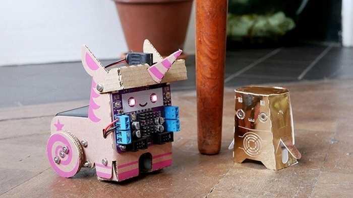 Smartibot als rosa Einhorn-Roboter